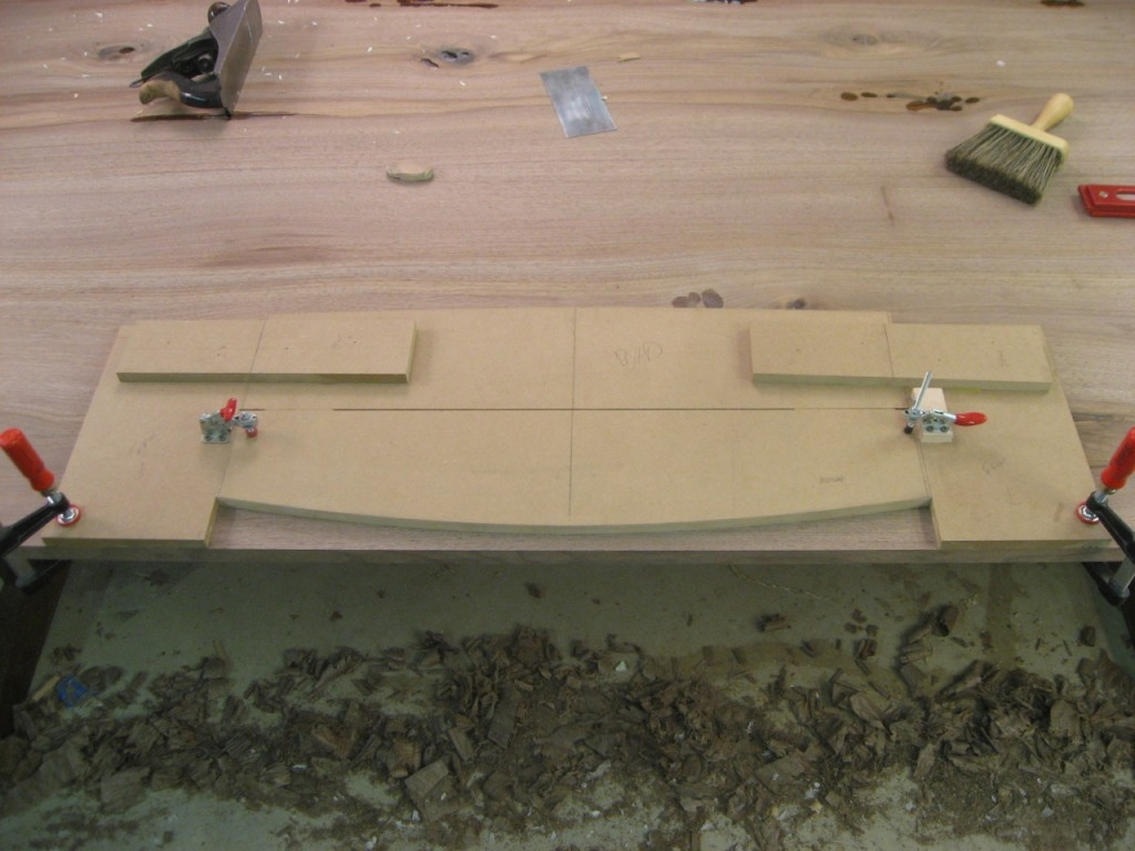 The inlay arc jig with one arc template clamped in